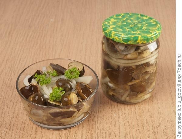 Салат из грибов и лука/Фото: А. Соколов/BurdaMedia