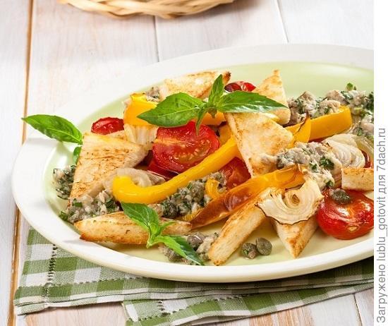 Тосканский салат с гренками и анчоусами/Фото: Олег Кулагин/BurdaMedia