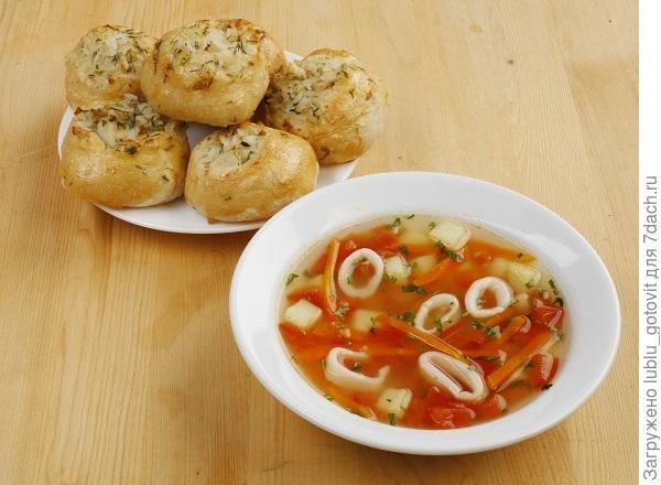 Суп с кальмарами и расстегаями/Фото: Валентина Билунова/BurdaMedia