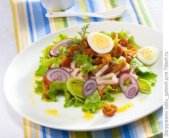 Грибной салат с зеленью/Фото: Олег Кулагин/BurdaMedia