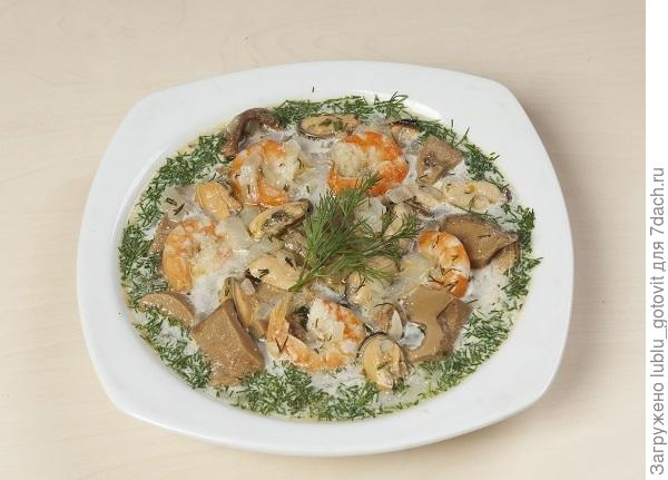 Суп с белыми грибами и морепродуктами/Фото: А. Нерубаев/BurdaMedia