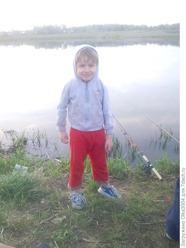 наш маленький рыбак ))))