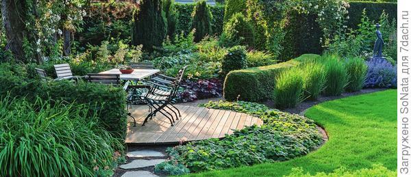 Цветники, водоемы и места отдыха округлых очертаний - секрет гармонии в вашем саду.