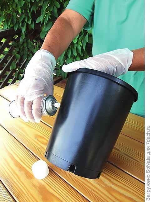 Для хорошего сцепления покройте контейнер матовым аэрозольным лаком. Сушите 15-20 мин.