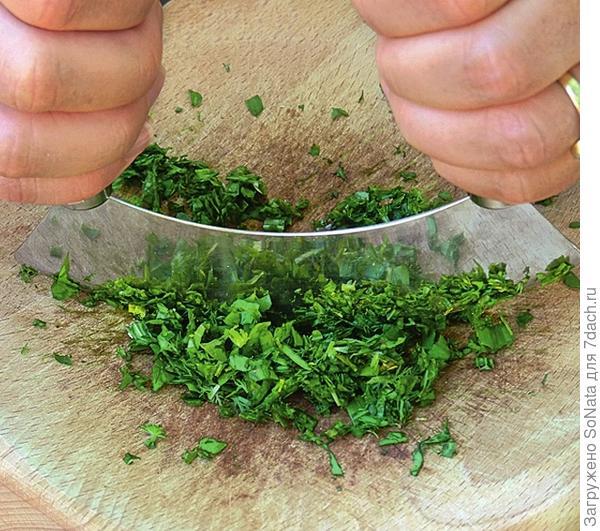 Если растения загрязнены, промойте и промокните полотенцем.