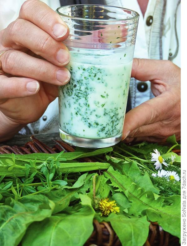 Охладите напиток и пейте небольшими глотками по одному стакану три раза в день.