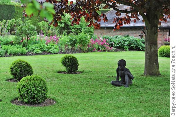 Игровой дизайн, где главные роли отданы разнообразным фигуркам, может сделать ваш сад неповторимым.