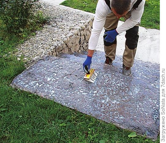 Обработайте основание грунтовкой White Hills с помощью валика или кисти