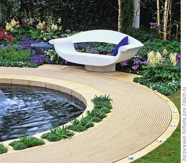 Необычный садовый трон отлично подходит меланхоличному стилю.