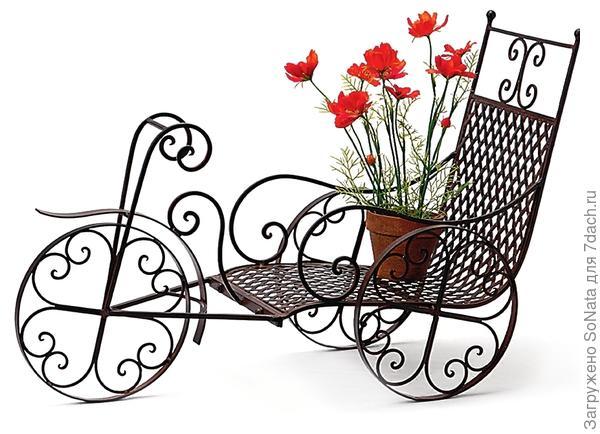 Милая подставка в стиле прованс сделает садовый интерьер легким и уютным.