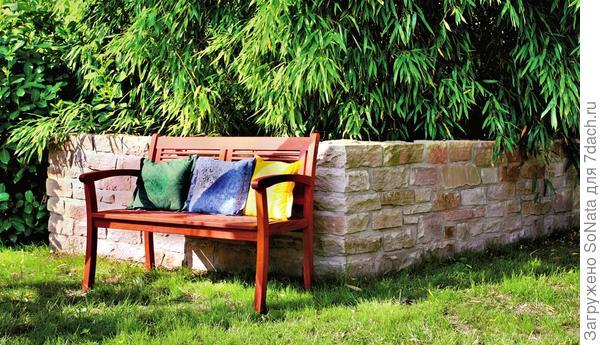 Подпорная стенка сочетает декоративные и практичные качества: она может укрепить склон,создать эффектный фон для растений или сдержать разрастающихся питомцев.