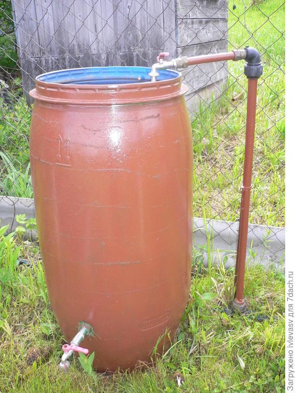 Бочка для полива, можно подключить шланг снизу кран у бочки