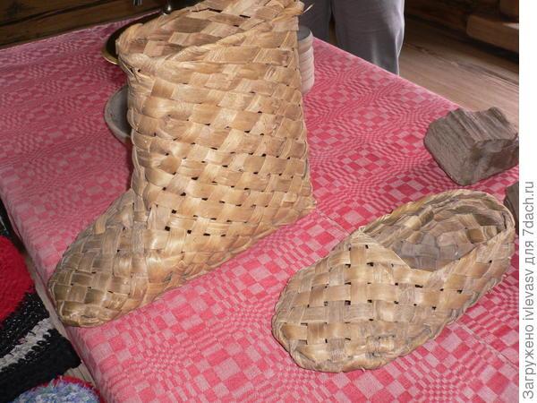 Обувь плели сами