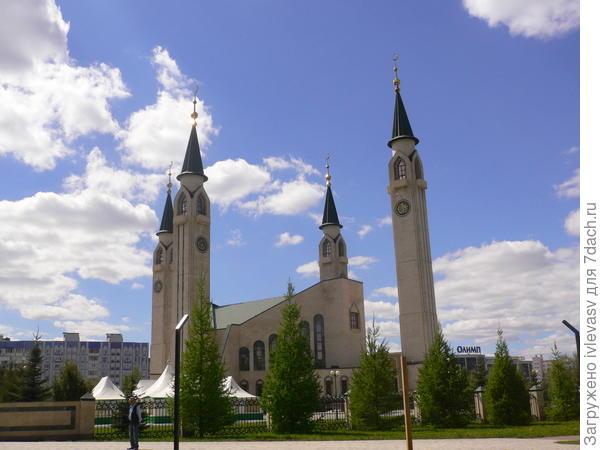 Мечеть рядом с парком