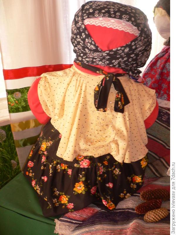Кукла Золюшка ( из золы). Ее делали в ноябре для обращения к предкам.