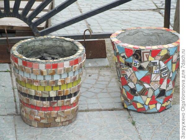 Оцинкованные вёдра с мозаикой и чашками