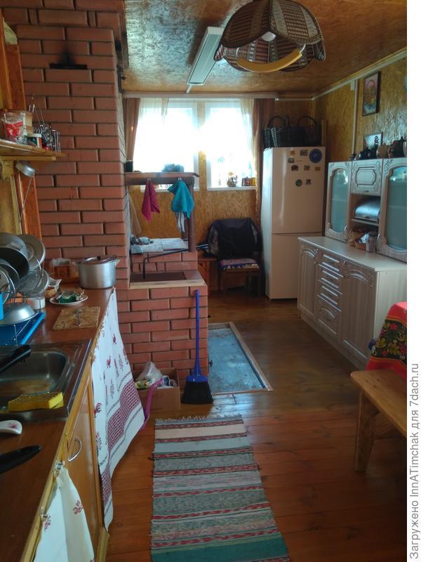 Вид кухни со стороны входа