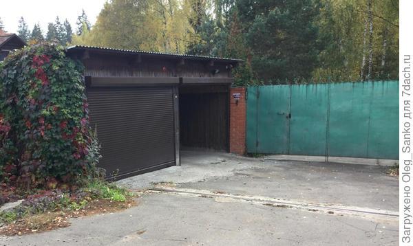 Такое расположение гаража требует значительной дополнительной площадки для разворота