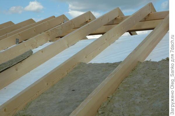 Утепление кровли - непременный этап создания теплового контура в энергоэффективном доме