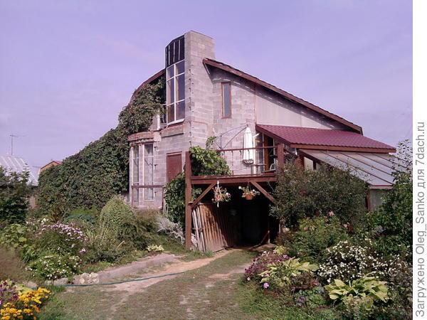 Оригинальный загородный дом. Автор - Валентин Болтунов