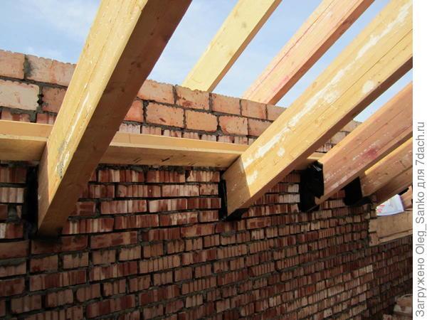Необходимо гидроизолировать конструкции, выполненные из древесины