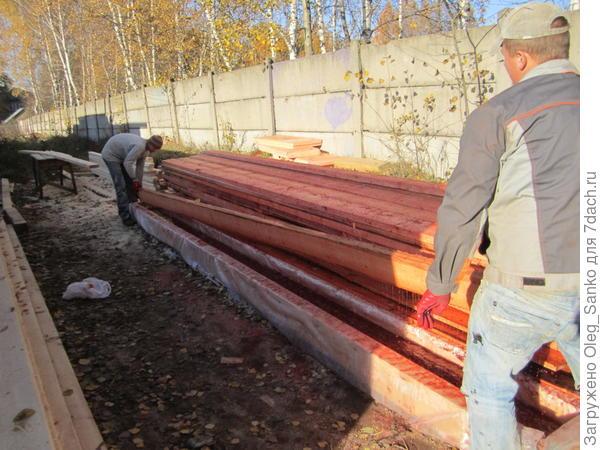 Вся древесина для стропильной системы пропитывается антипиренами погружением  в технологическую ванну