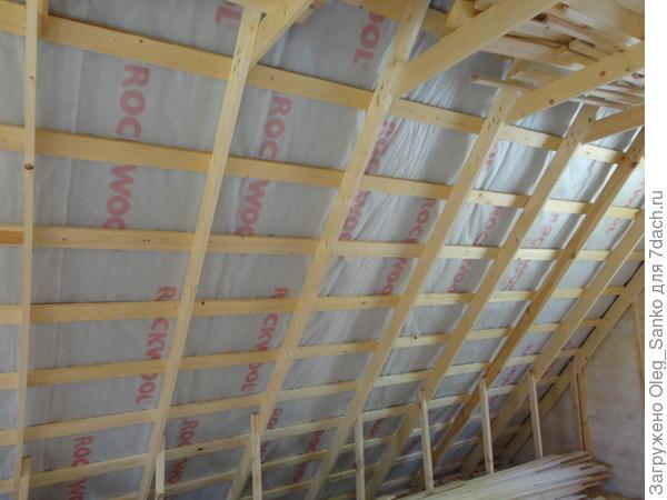 Внутренний вид ската крыши перед началом работ по утеплению
