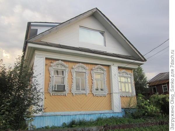 Старый дом с надстроенной современной мансардой