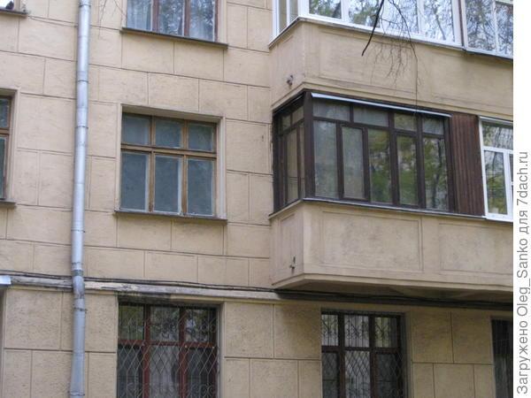 Слева - окно на замену