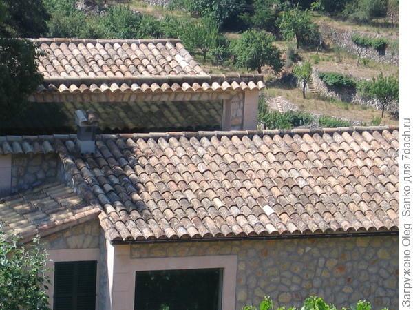 По заверениям местных жителей (о. Майорка), этим сооружениям немногим менее двух веков