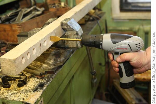 С помощью дрели-шуруповерта можно выполнить цилиндрическую выборку