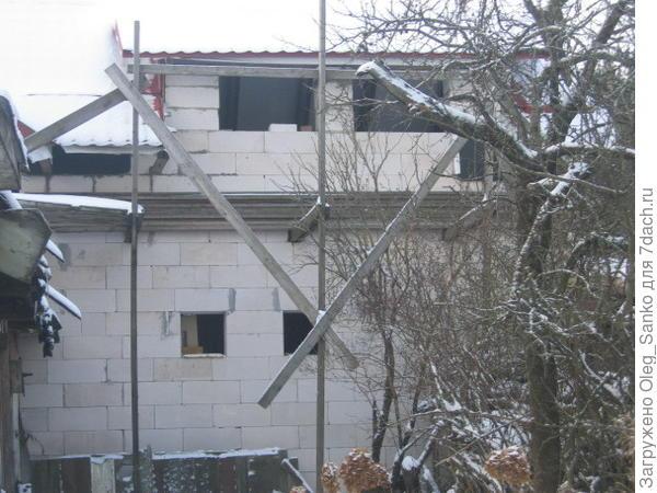 Монтаж дачной постройки из ячеистых блоков.