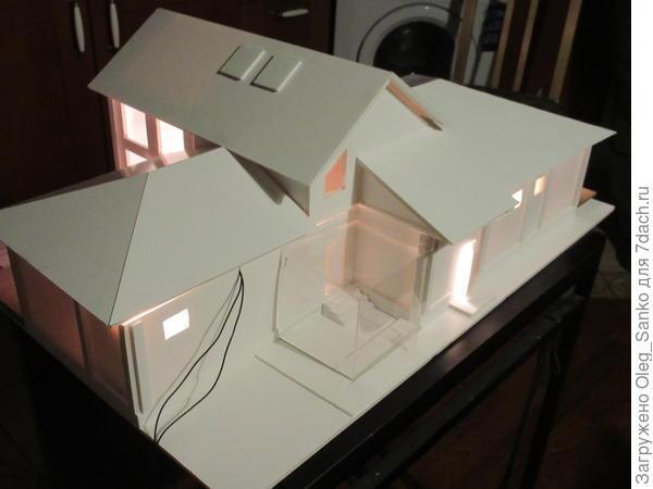 Макетом было предусмотрено два варианта крыши