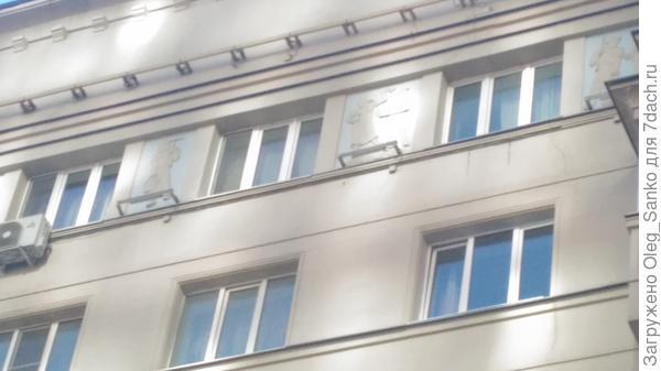 Фризы по верхнему этажу