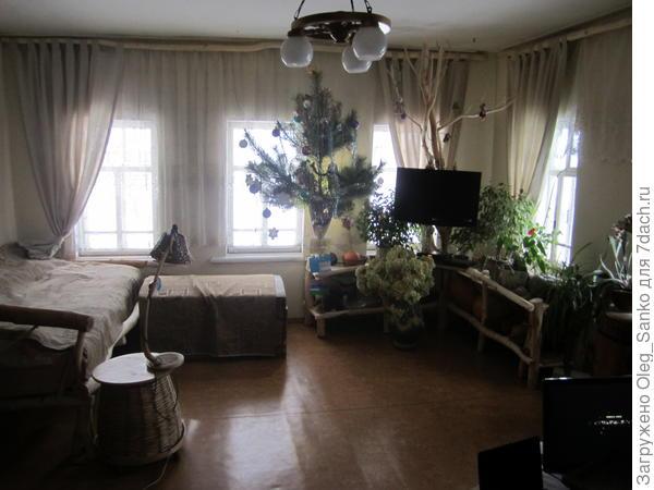 Снимок изменившейся мебели  сделан на новый 2012 год