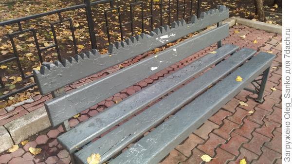 Зубастая скамейка