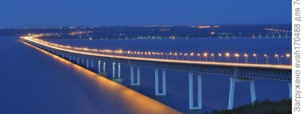 Наш город выше всех остальных поволжских городов…. стоит над уровнем реки. Высота его правого берега достигает 350 м. У нас самая широкая Волга и самый длинный в Европе мост через реку – 5825 метров, вместе с подъездными путями – 12970 м.