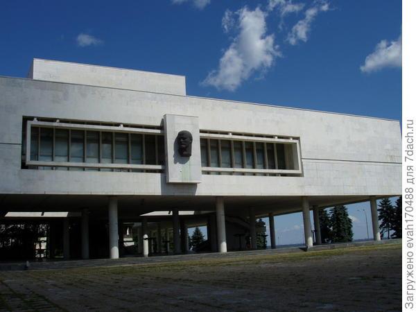 наш мемориальный комплекс, посвященный 100-летию В.И.Ленина