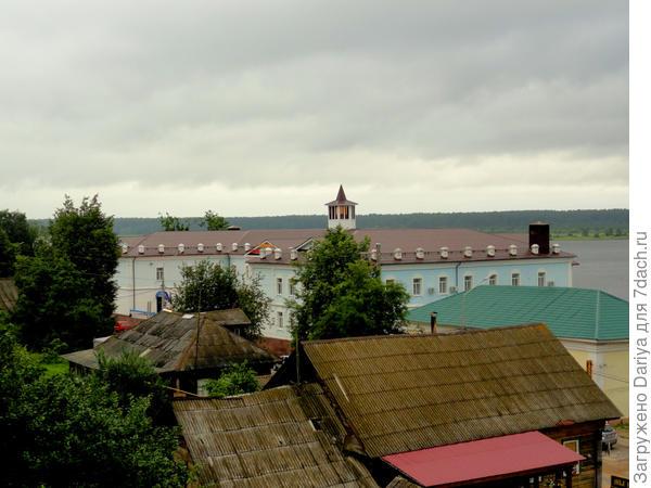 Гостиница Саммит и река Волга