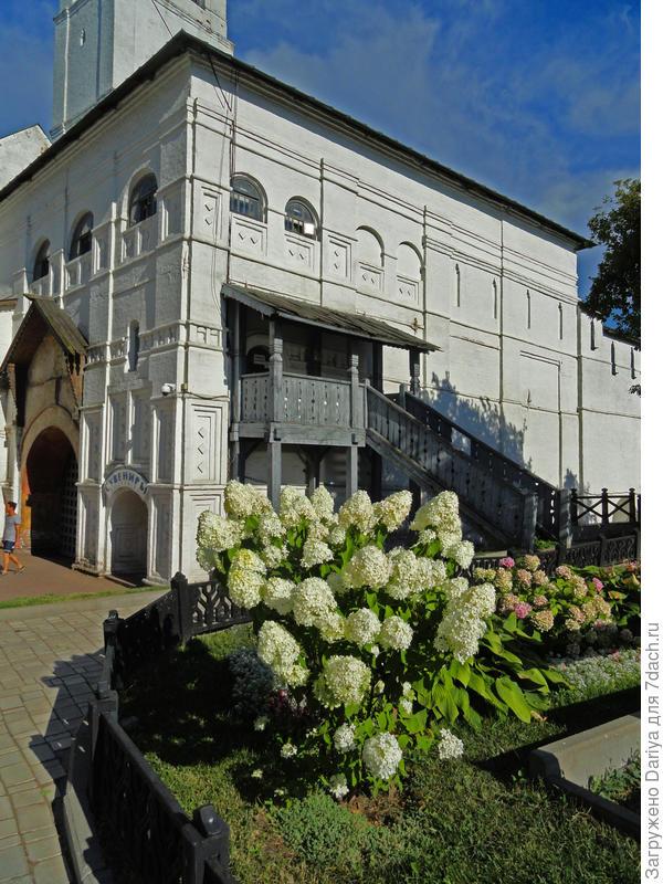 Спасо-Преображенский монастырь, он же Кремль.
