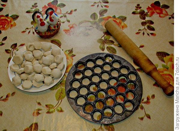 Очень полезно зимой добавлять в горячие блюда такие приправы, как кардамон, имбирь, кориандр и различные виды перца.  Еще мы любим включать в свой зимний рацион питания небольшую горсточку кедровых орешков.     Очень полезно зимой добавлять в горячие блюда такие приправы, как кардамон, имбирь, кориандр и различные виды перца.  Еще мы любим включать в свой зимний рацион питания небольшую горсточку кедровых орешков.
