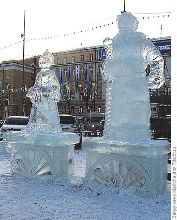 Традиционные Дед Мороз и Снегурочка.