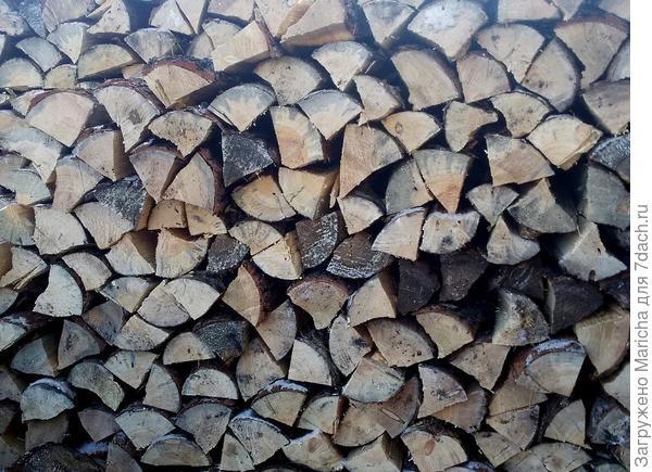 Кладка дров.