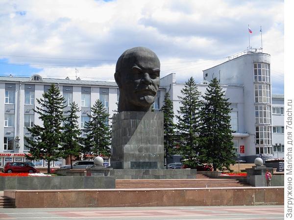 Бронзовая голова Ленина