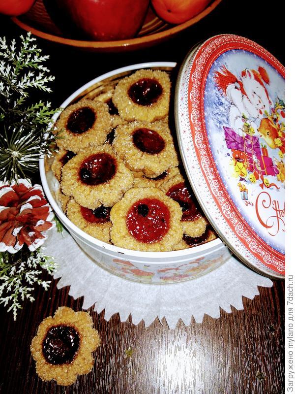 Рассыпчатое печенье на майонезе с черничным джемом