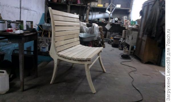 скамейка.