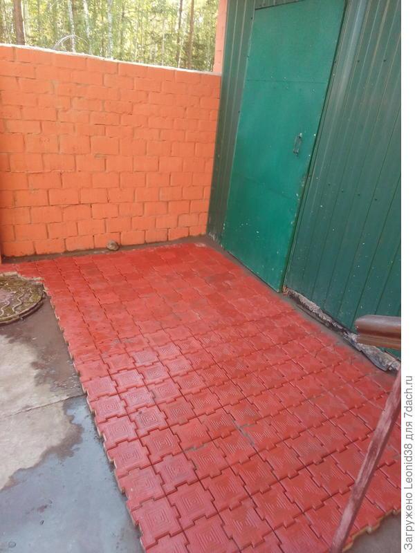 Тротуарная плитка в проходной зоне.