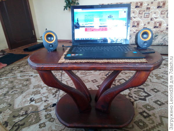 столик под ноут