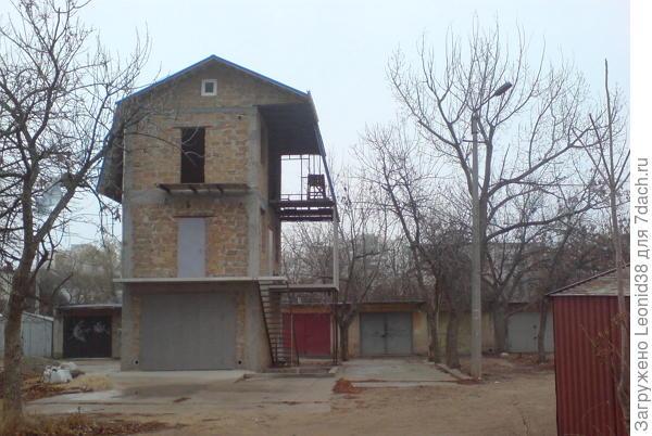 3 этажный дом