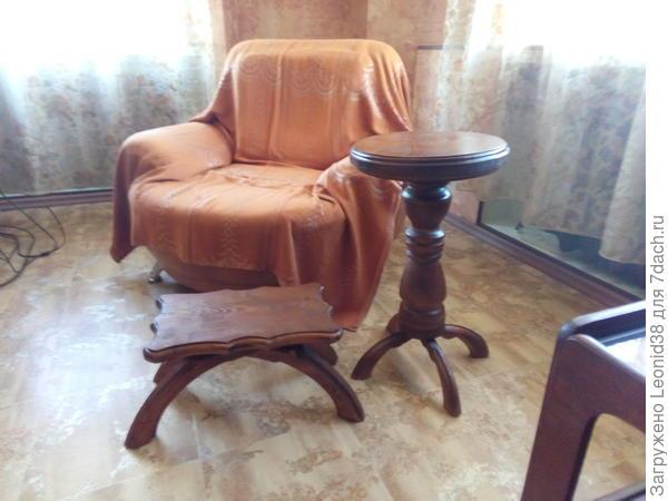 столик и скамеечка